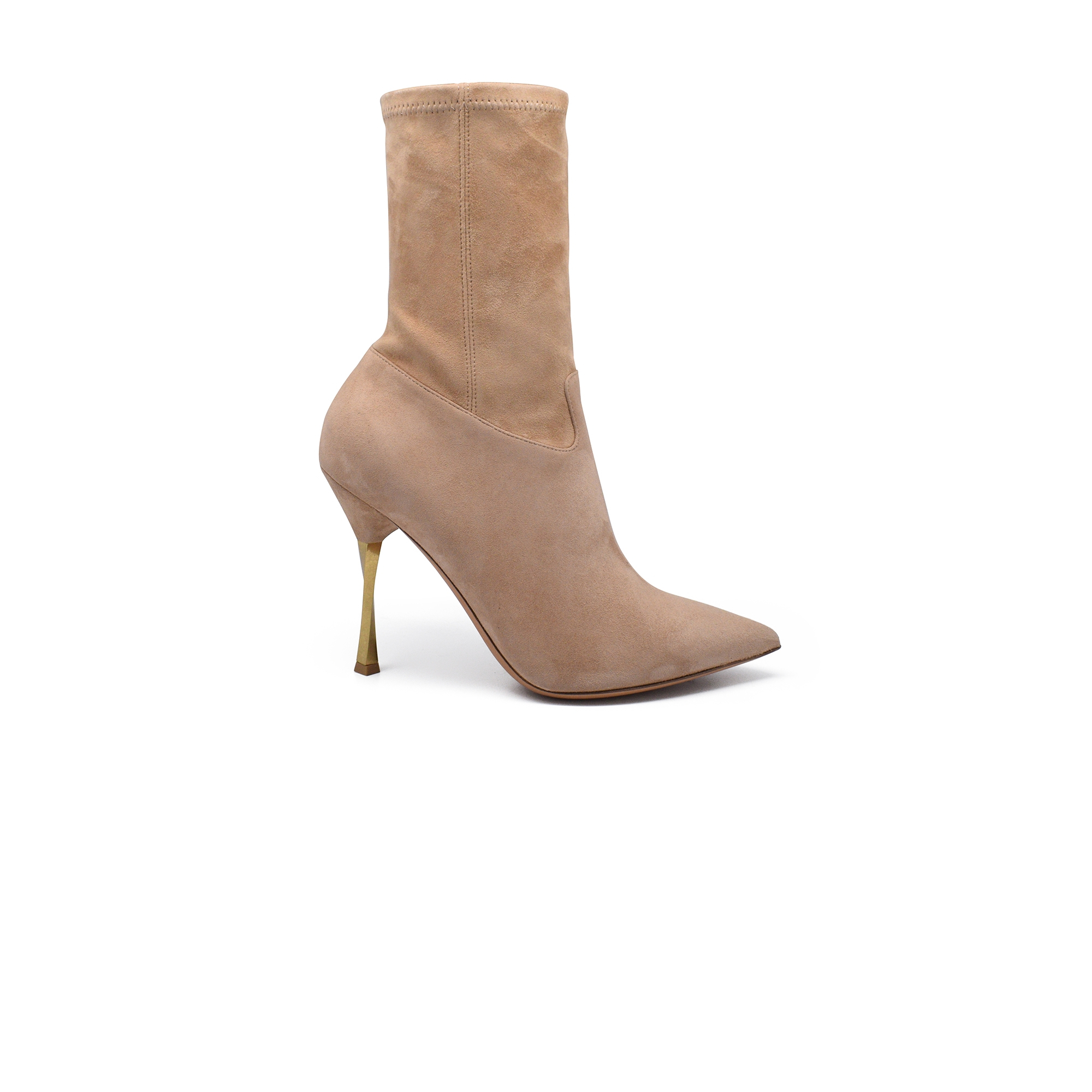 Twisted heel boots