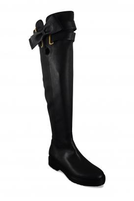 Bottes cuissardes basses Valentino en cuir noir avec ceinture à boucle et à nœud papillon au niveau de la cuisse, et semelle cra