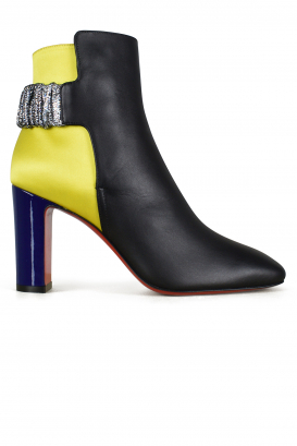 Ecuyera Louboutin ankle boots in black leather.