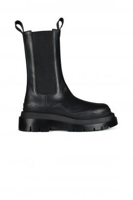 Bottega Veneta Chelsea boots in black leather.