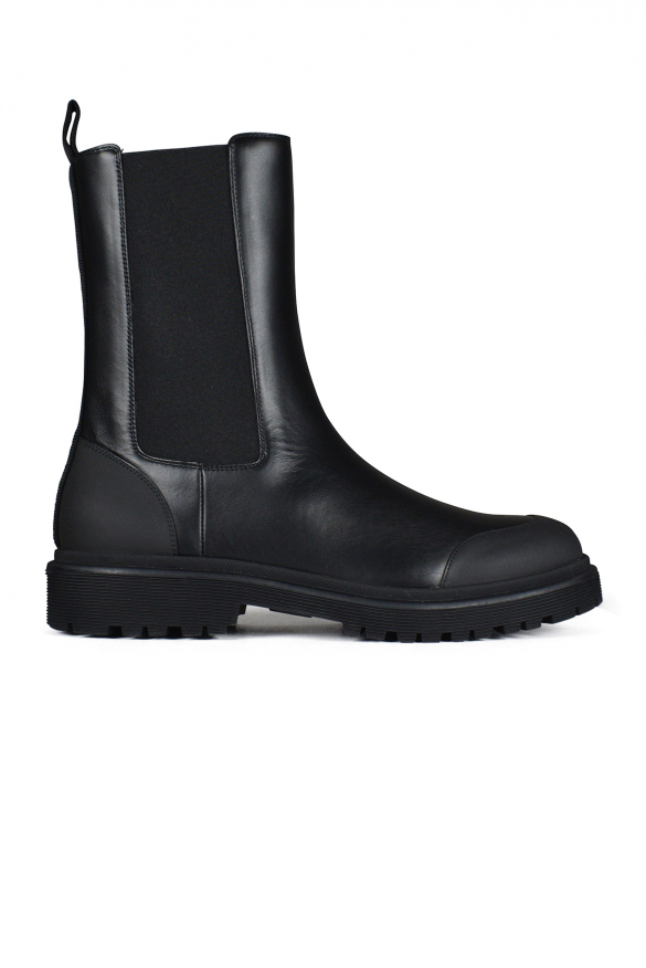 Black Patty Chelsea boots with contrasting round toe.